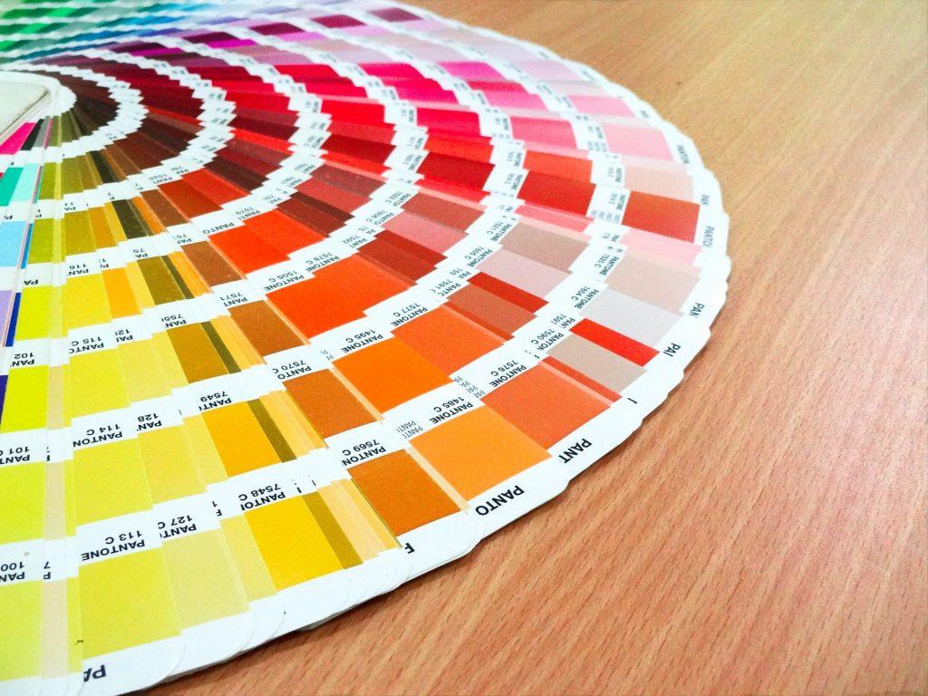 Le 11 cose che devi fare per scegliere il colore giusto delle pareti di casa tua!